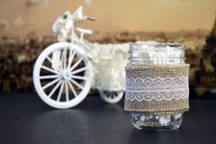 Decoración casera del vintage con el tarro del vidrio del paño de lino Foto de archivo libre de regalías