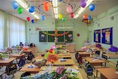 Decoración celebradora de la sala de clase, dedicada al principio del nuevo año escolar en la ciudad Balashikha, Rusia Foto de archivo libre de regalías