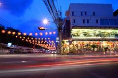 Decoración china de la calle del Año Nuevo en la noche en Hat Yai Fotos de archivo libres de regalías