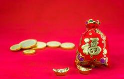 Decoración china del Año Nuevo: el rojo sentía el paquete o al prisionero de guerra w de la tela del ANG Fotos de archivo libres de regalías