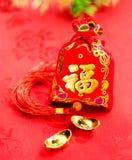 Decoración china del Año Nuevo: el rojo sentía la tela empaquetar o al prisionero de guerra del ANG con Foto de archivo libre de regalías