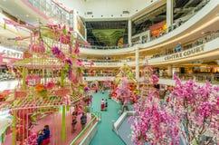 Decoración china del Año Nuevo en el mediados de valle Megamall La gente puede exploración vista y el hacer compras alrededor de  Fotografía de archivo libre de regalías