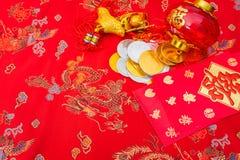 Decoración china del Año Nuevo en fondo rojo de la tela , C china Imagen de archivo libre de regalías
