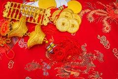Decoración china del Año Nuevo en fondo rojo de la tela , C china Fotos de archivo