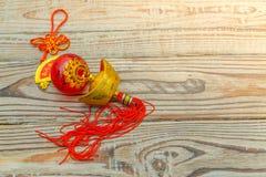 Decoración china del Año Nuevo en la pared de madera , Te de los caracteres chinos Imagenes de archivo