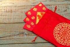 Decoración china del Año Nuevo en la pared de madera , Te de los caracteres chinos Imagen de archivo libre de regalías