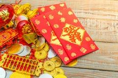 Decoración china del Año Nuevo en la pared de madera , Te de los caracteres chinos Fotografía de archivo