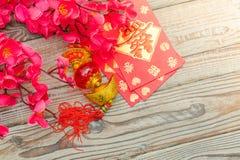 Decoración china del Año Nuevo en la pared de madera , Te de los caracteres chinos Fotos de archivo