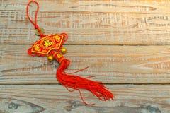 Decoración china del Año Nuevo en la pared de madera , Te de los caracteres chinos Imágenes de archivo libres de regalías