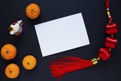 Decoración china del Año Nuevo Tarjeta en blanco en fondo negro Foto lunar china de la opinión superior del Año Nuevo Fotos de archivo libres de regalías