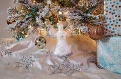 Decoración chispeante de los ornamentos del diseño interior del árbol de navidad fotografía de archivo libre de regalías