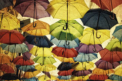 Decoración colorida de la calle del paraguas imagen de archivo libre de regalías