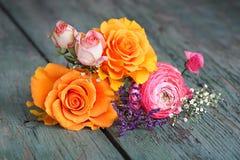 Decoración colorida de la flor con las rosas Fotos de archivo