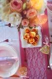 Decoración colorida de la tabla de la boda fotos de archivo