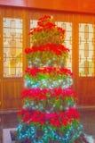 Decoración colorida del árbol de navidad Fotos de archivo libres de regalías