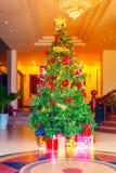 Decoración colorida del árbol de navidad Fotos de archivo