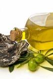 Decoración con aceite y rama de olivo de oliva Fotos de archivo libres de regalías