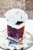 Decoración con las flores en la tabla de la boda Imágenes de archivo libres de regalías