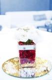 Decoración con las flores en la tabla de la boda Imagenes de archivo