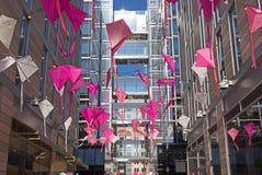 Decoración de arriba del callejón del centro de ciudad de DC para celebrar a Cherry Blossom Kite Festival Fotografía de archivo libre de regalías