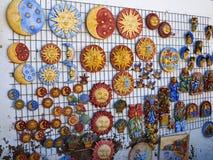 Decoración de cerámica colorida española tradicional de la pared Imagen de archivo libre de regalías