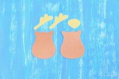 Decoración de costura del reno de la Navidad del fieltro step Los pedazos del fieltro del beige y del amarillo cortaron en la for Foto de archivo