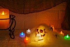 Decoración de Halloween en fondo de la pared Imagen de archivo
