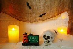 Decoración de Halloween en fondo de la pared Foto de archivo