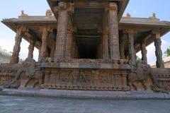 Decoración de la barandilla de los jinetes del yeli, adornos, capilla de Deivanayaki Amman, adyacente al templo de Airavatesvara, Fotos de archivo