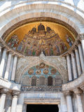 Decoración de la basílica del ` s de St Mark en Venecia Foto de archivo libre de regalías