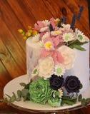 Decoración de la boda, ajuste de la tabla, arreglos florales en el restaurante Decoraciones de la ceremonia de boda Fotografía de archivo