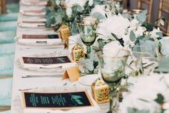 Decoración de la boda en los tonos verdes blancos Fotos de archivo