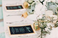 Decoración de la boda en los tonos verdes blancos Imagen de archivo
