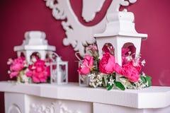 Decoración de la boda en rosa con las peonías Fotografía de archivo