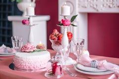 Decoración de la boda en rosa con las peonías Fotografía de archivo libre de regalías
