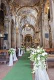 Decoración de la boda en una iglesia Fotos de archivo