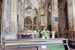Decoración de la boda en una iglesia Foto de archivo libre de regalías