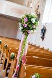 Decoración de la boda en una iglesia Imagen de archivo