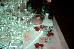 Decoración de la boda Resbale con el champán, destacado por diversos colores Imagenes de archivo