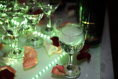 Decoración de la boda Resbale con el champán, destacado por diversos colores Fotos de archivo libres de regalías