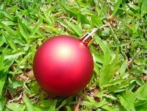 Decoración de la bola de la Navidad del primer fotografía de archivo libre de regalías