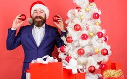 Decoración de la bola de la Navidad del control de Papá Noel Feliz Navidad Extensión de la atmósfera de la Navidad alrededor Añad fotos de archivo