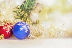 Decoración de la bola de la Navidad para la Nochebuena y Happ de la celebración Imágenes de archivo libres de regalías