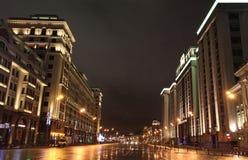 Decoración de la calle de la Navidad del Año Nuevo, Moscú por noche Fotos de archivo