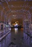Decoración de la calle del Año Nuevo por la noche Moscú Imágenes de archivo libres de regalías