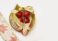 Decoración de la cena de la Navidad con el camino de recortes Imagen de archivo libre de regalías