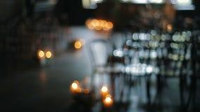 Decoración de la ceremonia de boda dentro Decoración hermosa del pasillo para casarse Panorama del foco metrajes