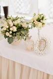 Decoración de la ceremonia de boda en el restaurante Imagen de archivo libre de regalías