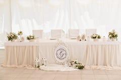 Decoración de la ceremonia de boda en el restaurante Fotos de archivo libres de regalías