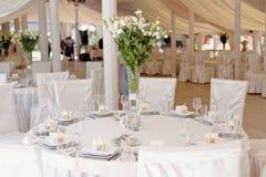 Decoración de la ceremonia de boda en el restaurante Foto de archivo